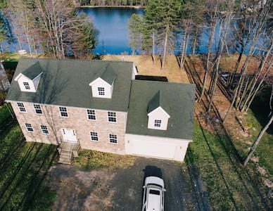 Contempo Lake/Ski House in Poconos - Mount Pocono