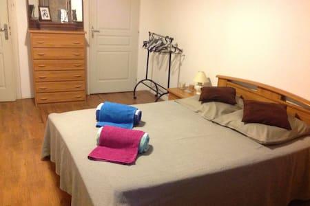 Grande chambre confortable claire - Inap sarapan