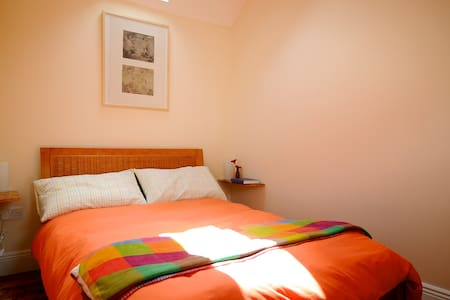 Cosy D. Room walk to city centre