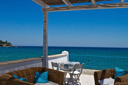 CASA BLU in riva al mare - House