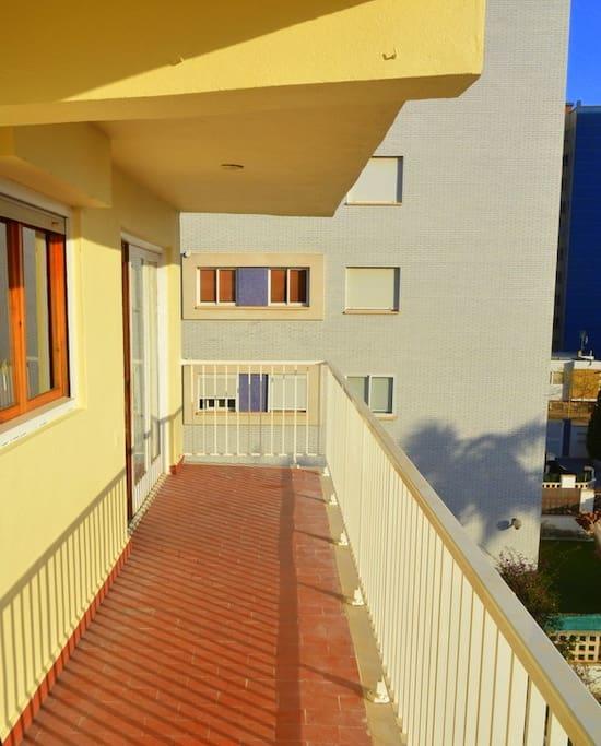 Grande terrasse - A large terrace - Una gran terraza