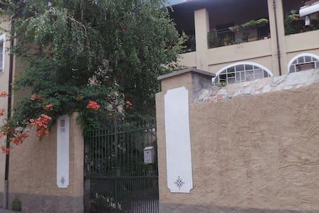 Spazioso appartamento ristrutturato - Wohnung