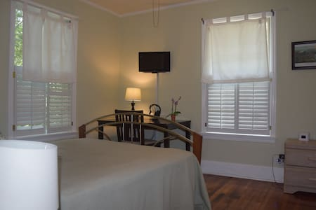 Cozy room with private bath. - Tallahassee - House