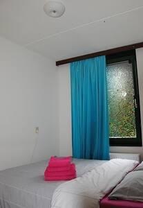 Very nice room, centre Amsterdam