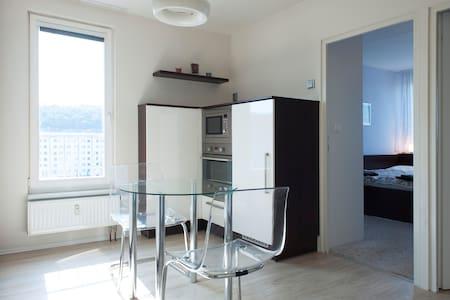 NEW/ FURNISHED/ 7 MINUTES TO CENTER - Prag - Wohnung