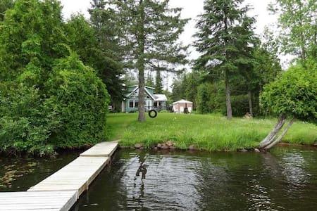 Chalet sur le bord du lac Corbeau - Chalet