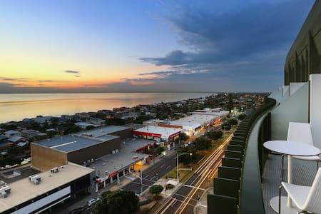 Top Floor, Breathtaking Views & Impeccable Quality - Frankston