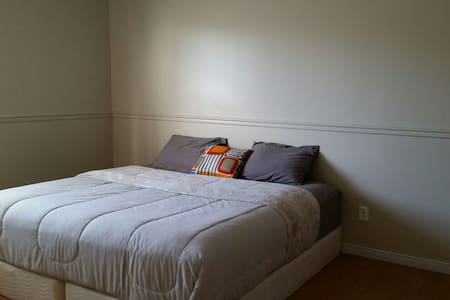 Budget-Friendly Private Room (King)