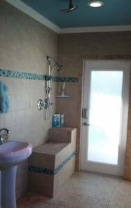 Private entrance, bath& pool access - Apartamento