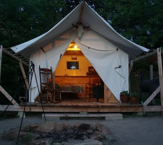 "Comfortable Cozy Tent Cabin in a Backyard ""Camp"" - Sátor"