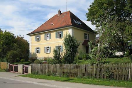 Landhaus mit großem Garten - Apartament