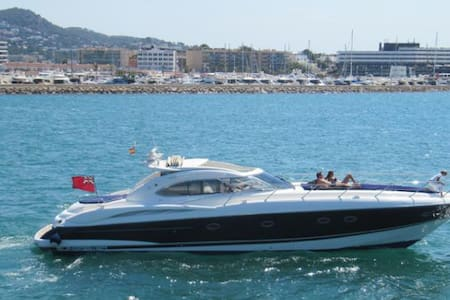 Motor Yacht Sunseeker Predator 60' - Ibiza