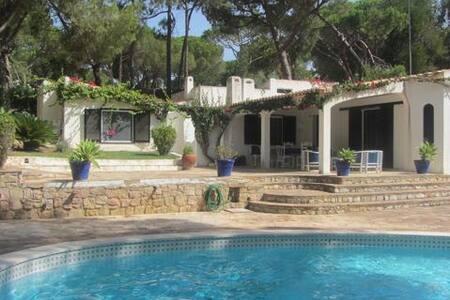 Casa com jardim e piscina na Balaia - Albufeira - House
