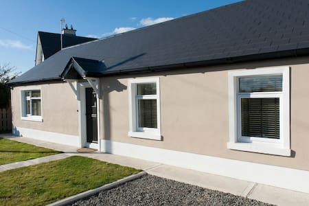 Country cottage beside the sea - Drogheda  - House