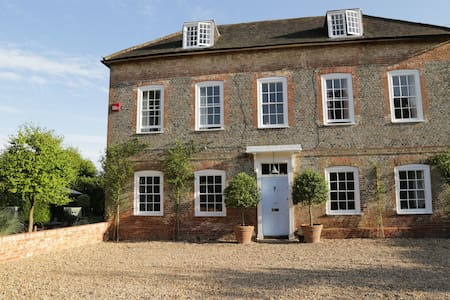 A beautiful Hampshire Farm House - Casa