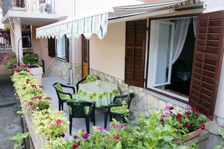Charming Nana's house - Dobrinj - Dom