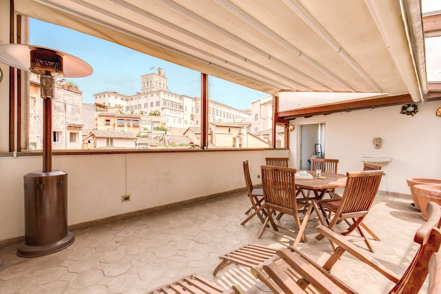 Lovely terrace with a roof that opens electronically and offers to our guest stunning view overlooking the Quirinale Palace ( President Palace)