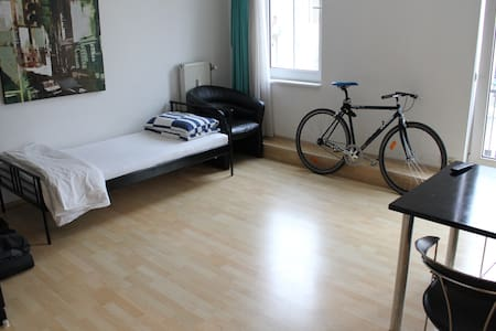 Inner city apartment in cool area - Frankfurt - Apartemen