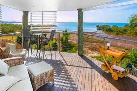 Luxury Modern Waterfront location