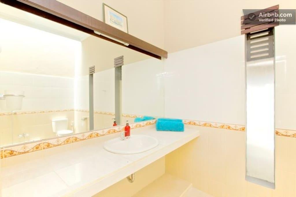 Master bedroom private bathroom.