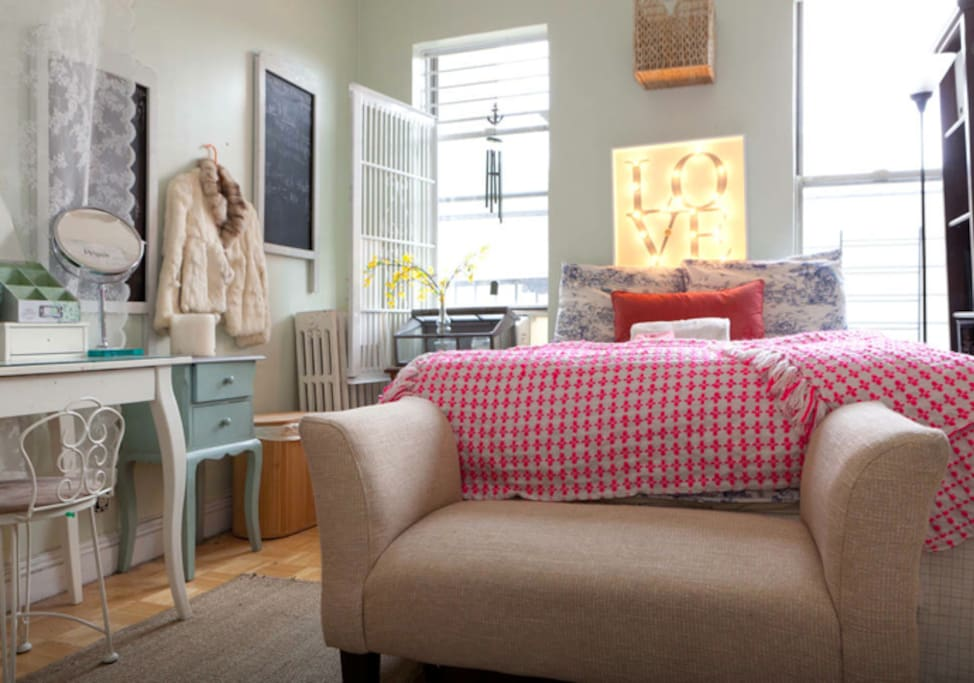 Cozy cottage Bedroom:)