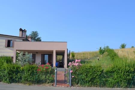 Skønt hus med stor tagterrasse - House
