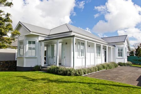 Executive-style villa in Ellerslie - Auckland - Villa