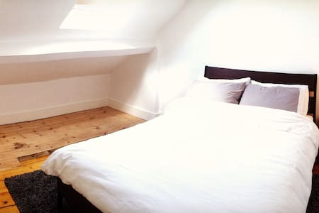 Loft Room in Lovely Cullercoats - North Shields - Casa