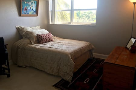 Newly renovated, pool & near beach! - Deerfield Beach - Apartamento