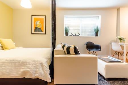 Cozy Contemporary Studio - Apartment
