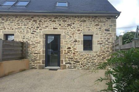 Petite maison en pierre en campagne - Plouédern - Lägenhet