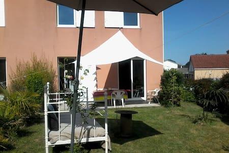Chambre pour 2 dans résidence avec piscine - Dům