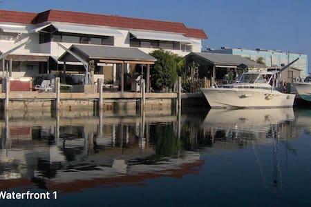 Sombrero Beach Waterfront w/50ft Dock - Marathon - Apartamento