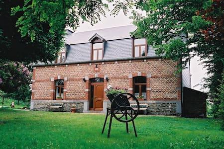 gîte Chez Basile - Bièvre - Haus