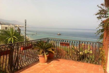 Villetta sul mare - Sant'Alessio siculo