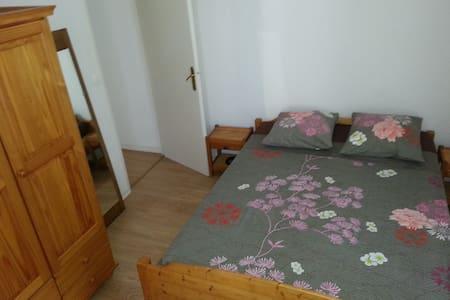loue chambre indépendante lit 2 personnes - Appartamento