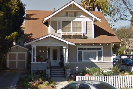 Huge Room in Historic LBC Craftsman - Long Beach - Casa