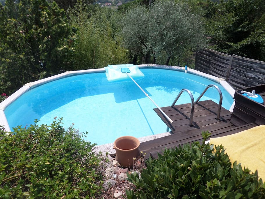 Villa proven ale haut var villas louer tourves for Piscine autoportante 1m20