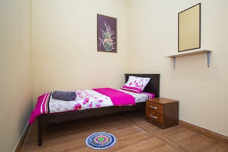 Single Room # 3 in Heritage House - George Town - Casa