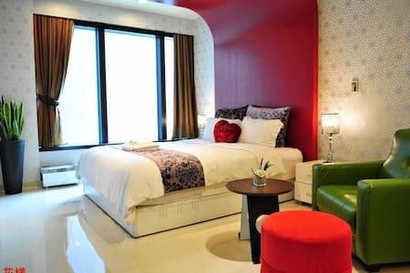 85威尼斯-19樓花樣2人房 - 內門區