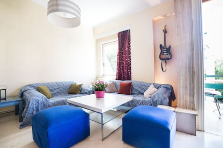 Private double room on the second floor in a spacious apartment with private toilet. It is located next to metro station (1 min). You can always use our fully equipped kitchen, although most of times there is home made food :)