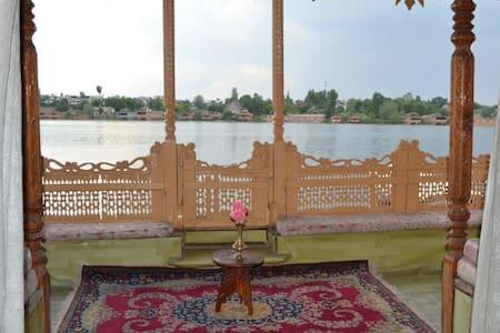 Palace Heights House Boats - Srinagar - Bed & Breakfast