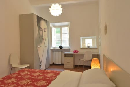 Deluxe ensuite with shower - Bagni di Lucca - Bed & Breakfast