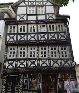 Wohnen im Baumeisterhaus - Bad Hersfeld - Selveierleilighet