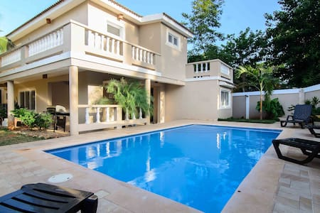 Room type: Entire home/apt Property type: Villa Accommodates: 8 Bedrooms: 4 Bathrooms: 2.5