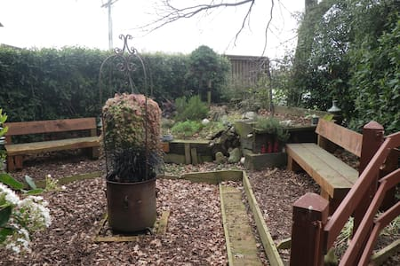 Rustic garden country retreat - Loft