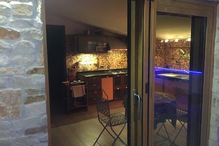 Mansarda arredata con terrazzo e barbecue - Apartment