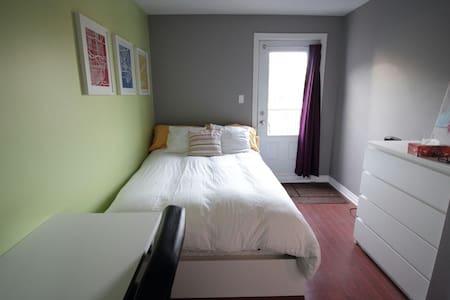 Belle chambre avec accès au balcon