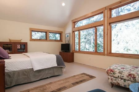 Master Suite with Golf Course Views - Tahoe Vista - Casa