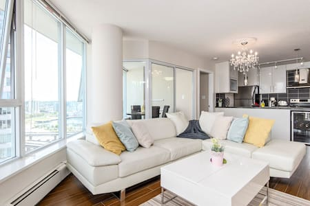ENJOY THIS BEAUTIFUL 2 BDRM + 2 BATH + 1 PARKING UNIT IN CONVENIENT DOWNTOWN VANCOUVER WITH AN AWESOME VIEW.  ENJOY FULL SIZE SWIMMING POOL, SAUNA, HOT TUB AND ELITE FITNESS CENTRE.